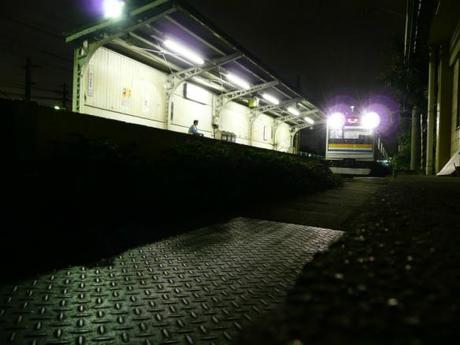 be00186fee35f9f24eaf909ea2b419b3 深夜の鶴見線, 駅風景 / The Tsurumi Line at midnight