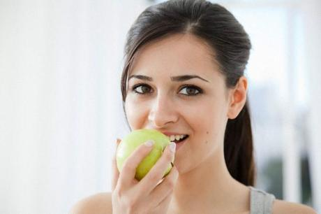 Green apples for healthy skin
