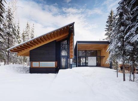 Modern ski weekend home with a Douglas Fir cedar facade