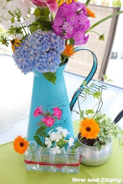salt and pepper bud vase (1)