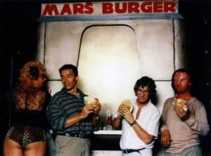 Arnold-Schwarzenegger-and-Paul-Verhoeven-on-the-set-of-Total-Recall