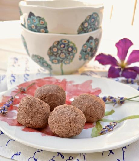 Paleo Chocolate Raspberry Macaroons (Paleo, Dessert, No Added ...