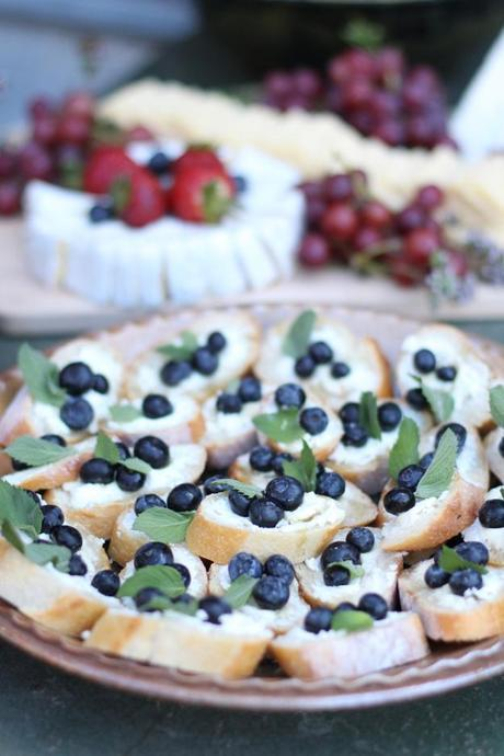 Blueberry Crostinia