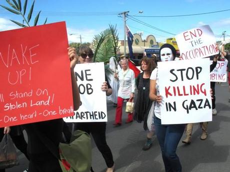 Byron shire residents march against Israel's massacre of Palestinians in Gaza.
