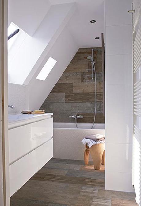 bath-with-porcelain-wood-tile-vt-wonen