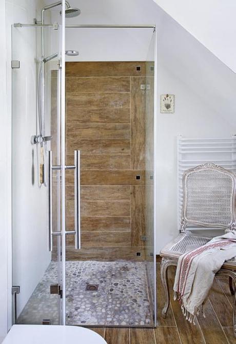 bath-with-porcelain-wood-tile-b-&-b-planete-deco