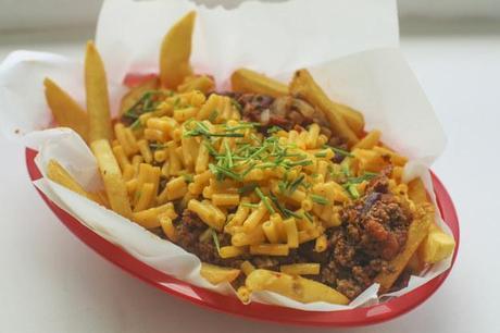 Ridiculous Foods: Chili Mac N Cheese Fries