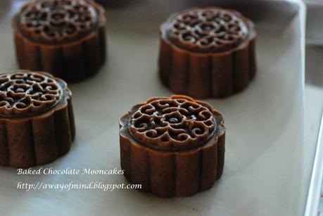 Baked Chocolate Mooncakes (with Mango Lotus filling) 烤巧克力皮月饼