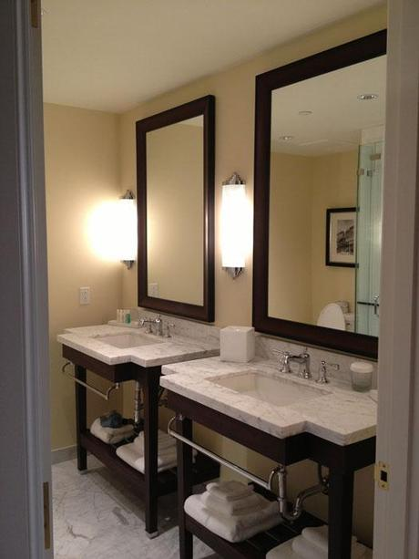 Best bathroom lighting options for shaving putting on makeup paperblog - Best lighting options for your bathroom ...